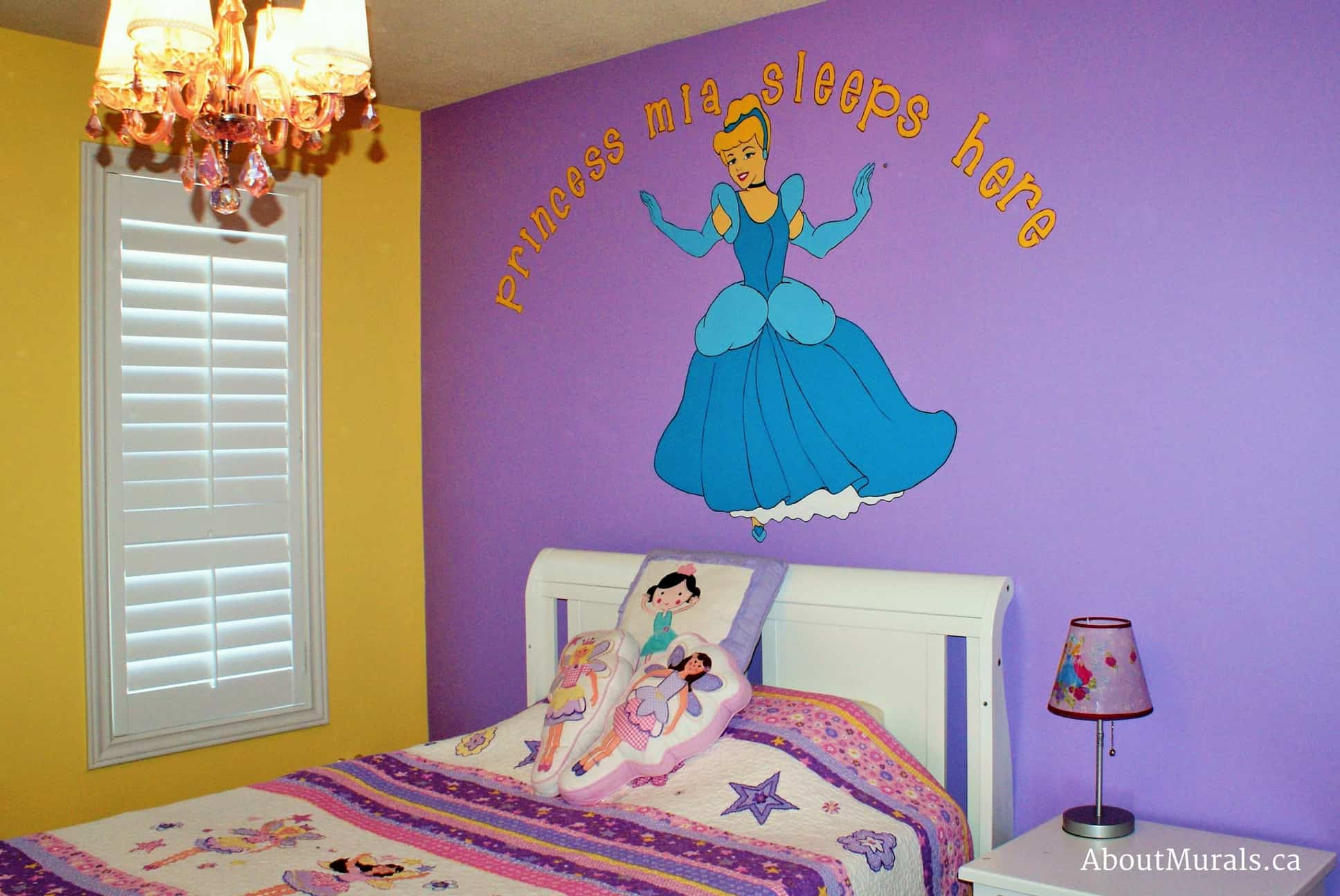 A kids wall mural featuring Cinderella over a girl's bed