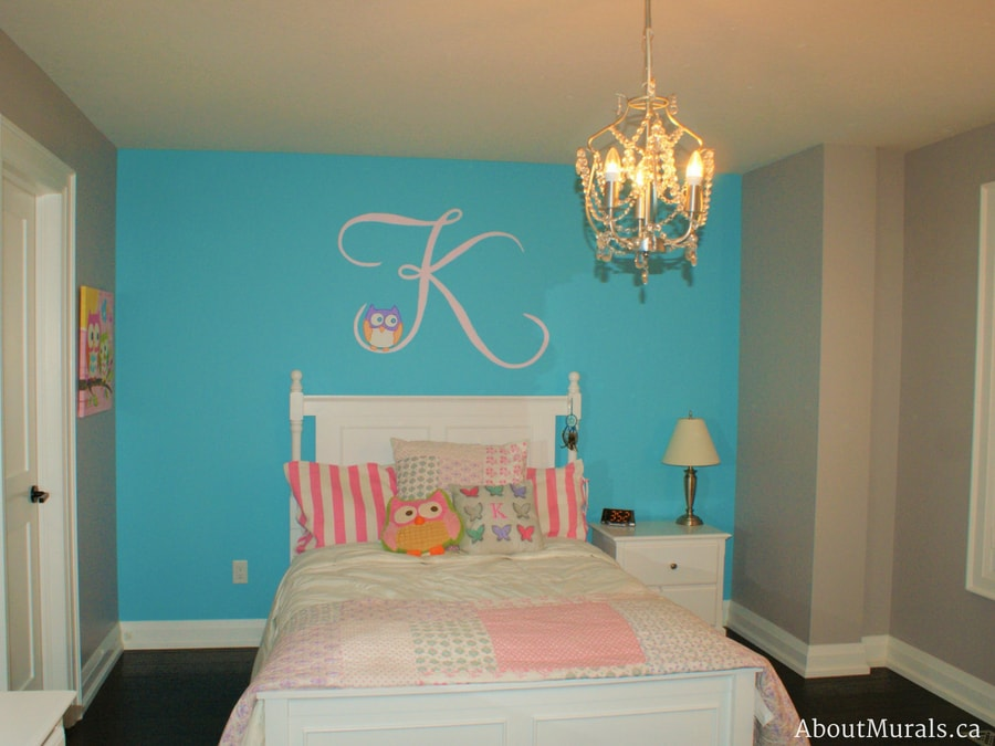 An owl mural painted in a girls bedroom by Adrienne of AboutMurals.ca