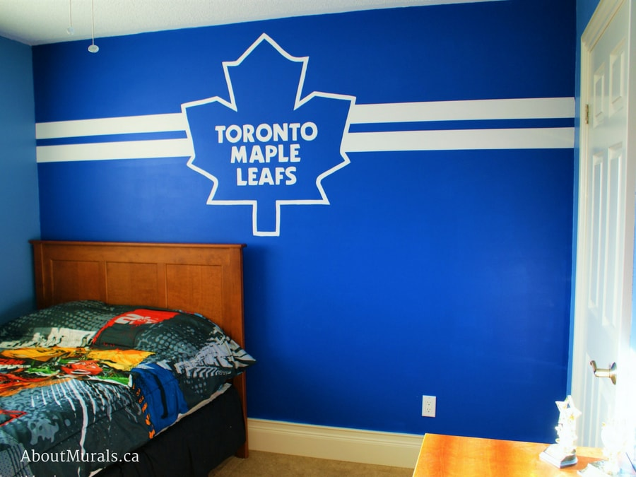 A Toronto Maple Leafs mural, painted by Adrienne of AboutMurals.ca, in a boys bedroom